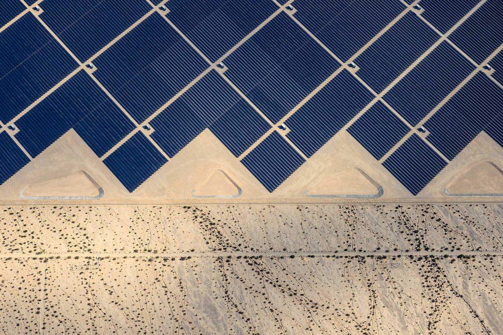 Parque solar no deserto
