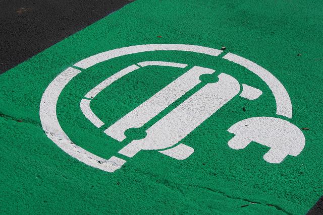 Estacionamento veículo elétrico